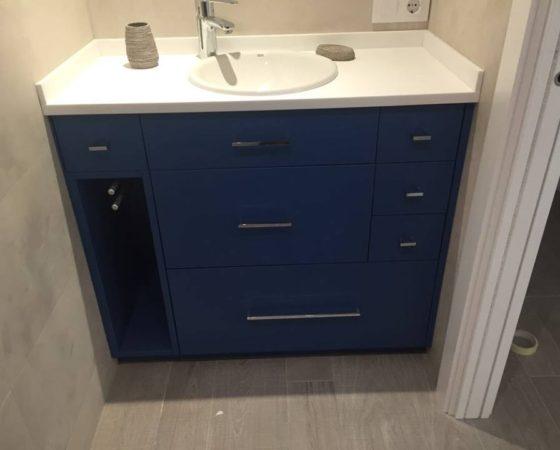 Mueble de baño azul