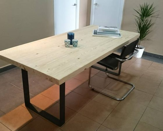 Mesa de pino estilo industrial